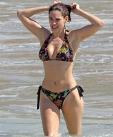 Kelly Brook Bikini 12.jpg