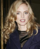 Heather Graham lost in a fashion show