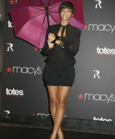 Rihanna sells Huge Umbrellas