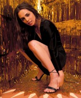Eliza Dushku puts her Best Leg forward