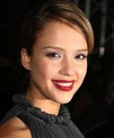 Jessica Alba has red lipstick