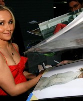 Hayden Panettiere does the O