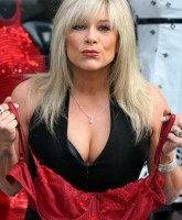 Samantha Fox auctions off her Red Bra