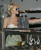 Paris Hilton shoppinh
