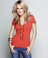 Carrie Underwood is a laid back country lass