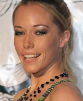 Kendra Wilkinson shows low top