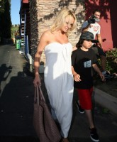 Pamela Anderson white dress