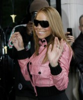 Mariah Carey glammed up in Paris