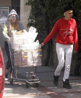 Lindsay Lohan shops with tight Buns