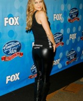 Fergie shines in Tight Pants