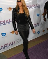 Mariah Careys skirt is barely there!