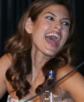Eva Mendes shows Bare Shoulders at Comic Meeting
