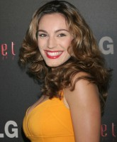 Kelly Brook Goes Bold