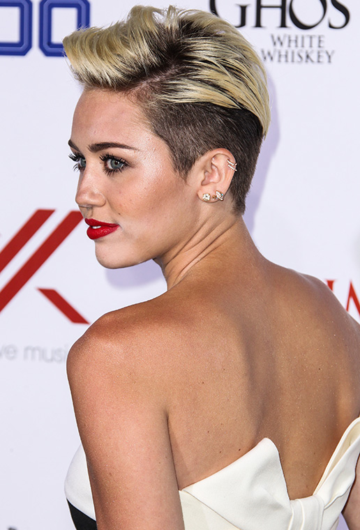 Miley-Cyrus-Claims-Number-1