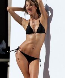 Alessandra Ambrosio Is Smoking Hot And No One Can Tell Me Otherwise.
