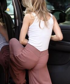 Sexy AnnaLynne McCord Ass Shots