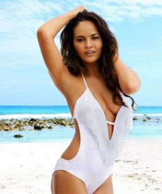 Chrissy Teigen Shows Off Her Super Sexy Body