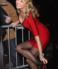 Christie Brinkley Loses A Shoe