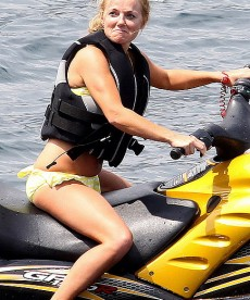 Geri Halliwell Takes To The Water