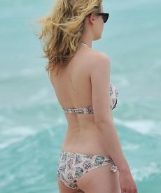 Hot HQ Pics Of Gillian Jacobs