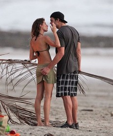 Gorgeous Gisele Bundchen With Her Family In Costa Rica