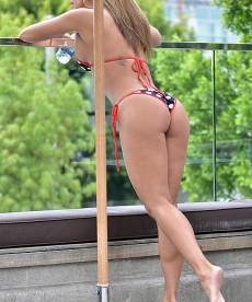 Jennifer Nicole Lee Shows Off Her Stunning Bikini Body.