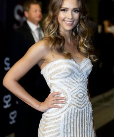 Jessica Alba Shows Off Her Body In The Classiest Possible Way