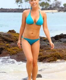Sexy Kendra Wilkinson In A Bikini