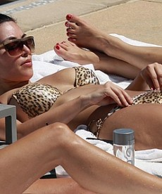 Kim Kardashian In Sexy Leopard Print Bikini