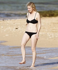 Kirsten Dunst Hangs Out At The Beach