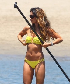 Super Sexy Leilani Dowding Bikini Pics