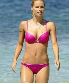 Recent Bikini Pictures Of Beautiful Michelle Hunziker