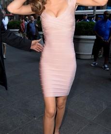 Miranda Kerr Visits Fox And Friends