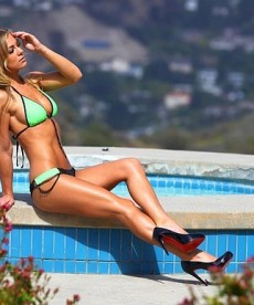 Nikki Leigh Shows Off Her Beautiful Body In Beverly Hills