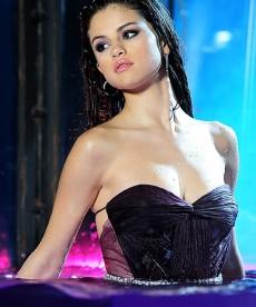 Selena Gomez Poses For Her New Fragrance