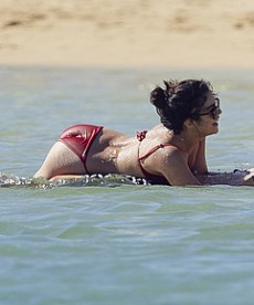 Sexy Vanessa Hudgens And New Boyfriend Austin Butler In Hawaii